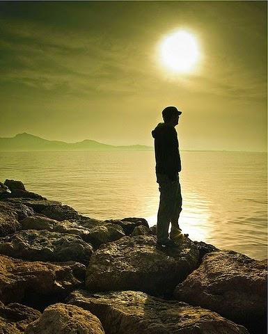 refexionando horizonte sol