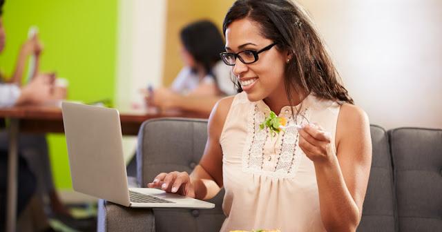 5 Aturan Makan untuk Wanita Kantoran