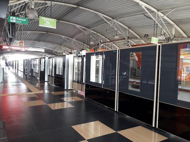 Naik MRT di Kualalumpur