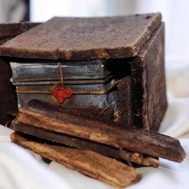 O relicário com o selo episcopal que garante a autenticidade