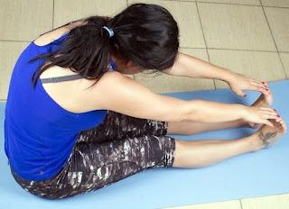 stretching pada otot hamstring