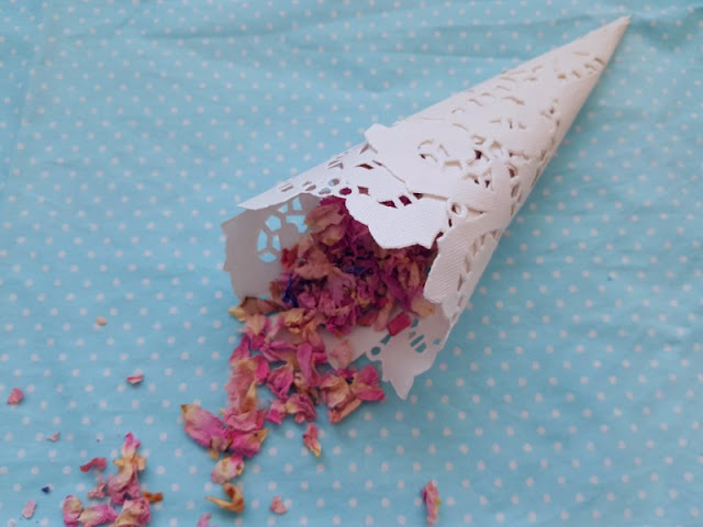 Looking to make your own DIY confetti cones?  Here is a great tutorial for cute, cheap and easy doily confetti cones!