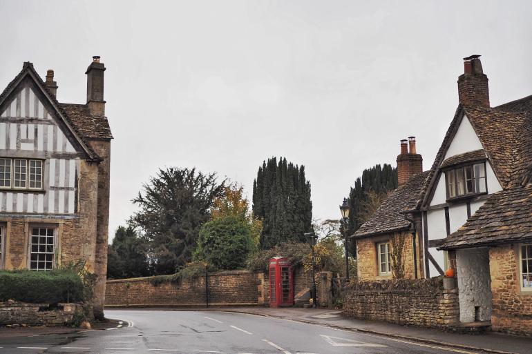 Village de Lacock dans les Cotswolds en Angleterre