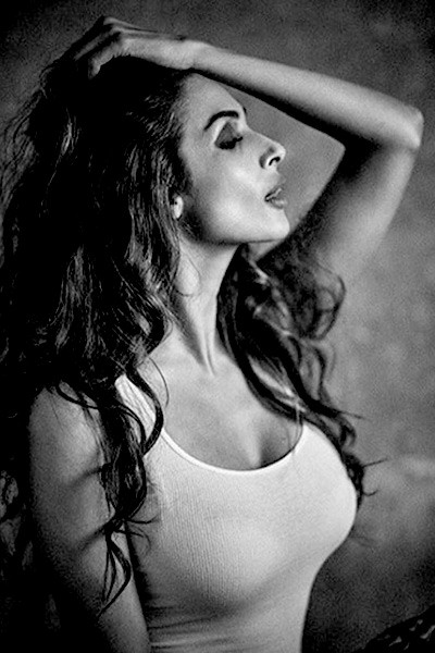 malaika-arora-sexiest-bold-black-and-white-pic