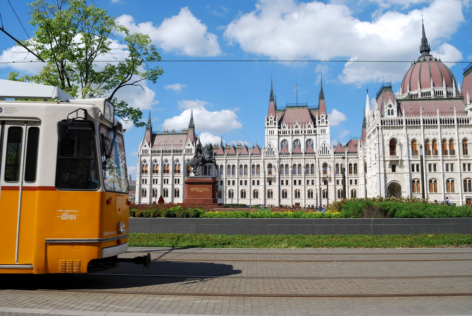 budapest instagrammable instagram worthy spot photography yellow tram parliament building