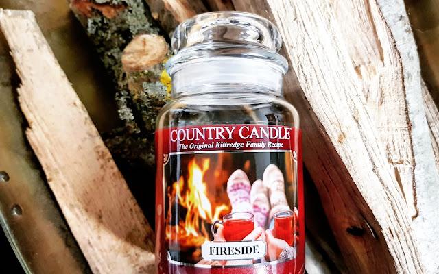 Country Candle, Fireside - zapach domowego ogniska  - Czytaj więcej »