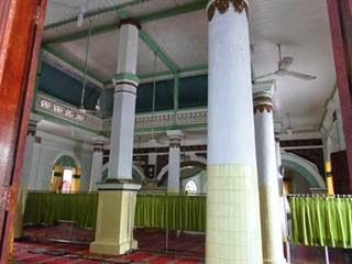 Masjid di komplek Makan Syekh Burhanuddin
