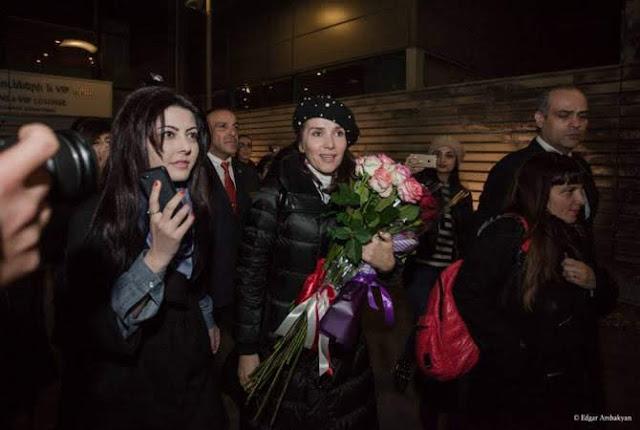 Natalia Oreiro recibe el pasaporte armenio del amor