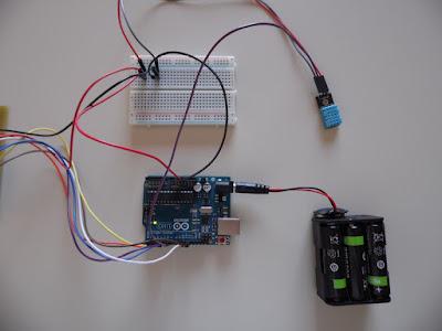 Collegamenti fra Arduino UNO R3, DHT11 e breadboard - foto di Paolo Luongo