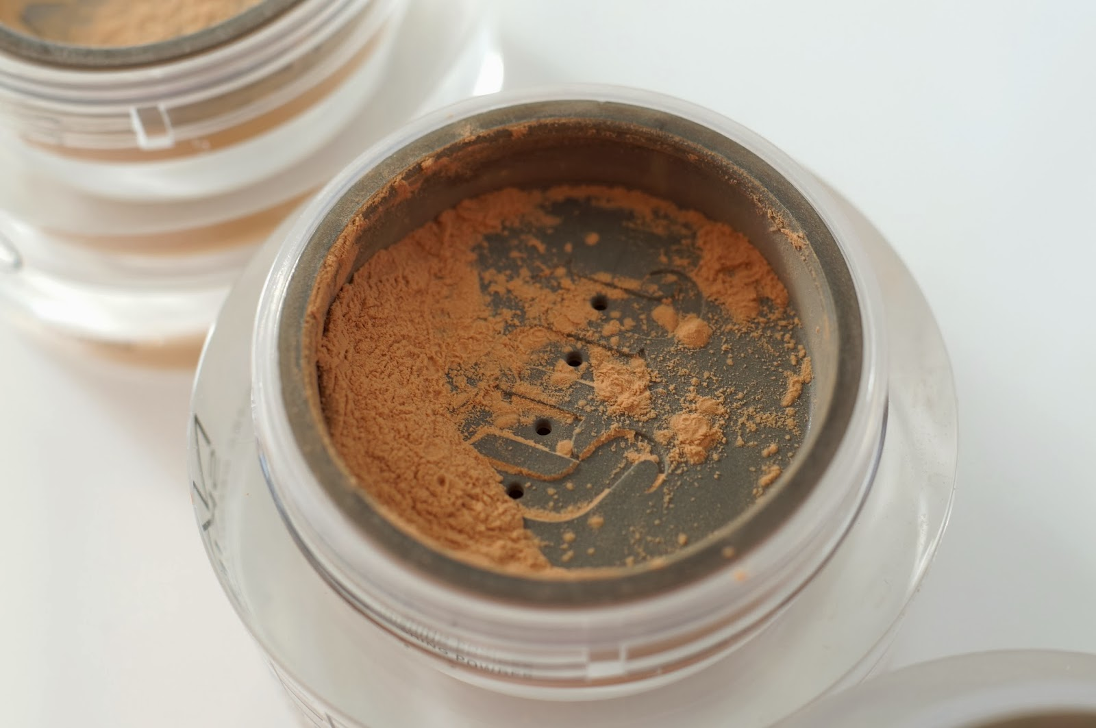 Naked Ultra Definition Loose Finishing Powder medium