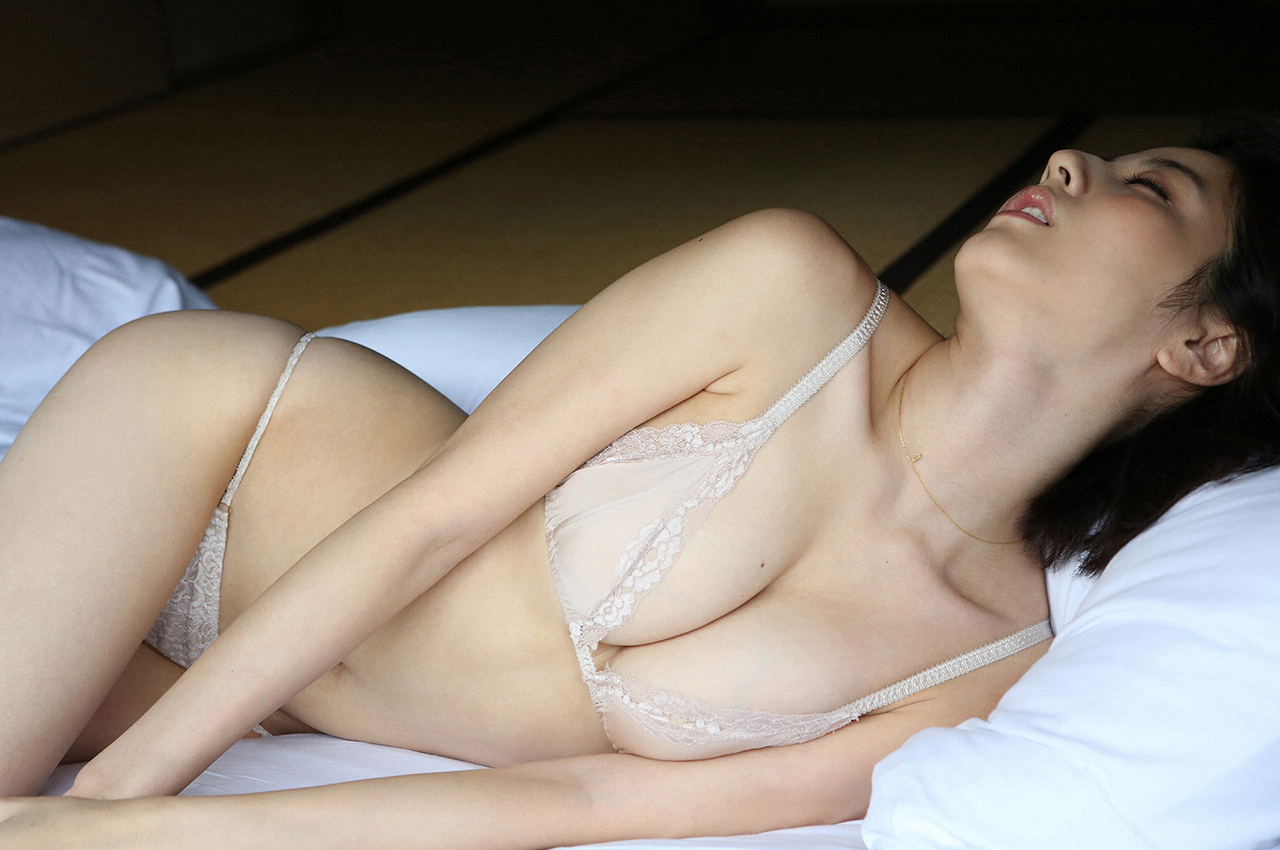 sexy-yumi-sugimoto-naked