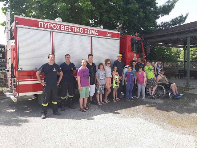Η Πυροσβεστική Υπηρεσία επισκέπτεται τα ΚΔΑΠΜΕΑ του Δήμου Λαρισαίων