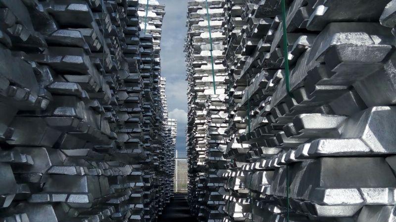 Hasil produksi aluminium batangan oleh PT Indonesia Asahan Aluminium