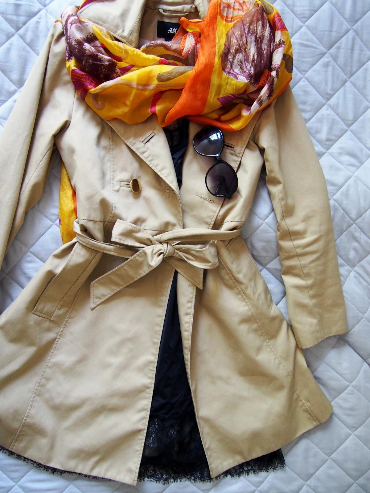 trench, trenssi, coat, takki, silk, silkki, scarf, huivi, black, musta, dress
