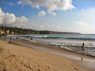 http://www.kabarloka.com/2014/06/berwisata-ke-pantai-dreamland.html