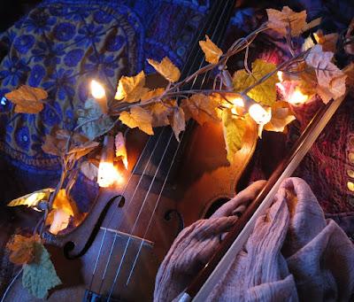 Fiddle under garland of soft autumnal lights #VisualFutureOfMusic #WorldMusicInstrumentsAndTheory