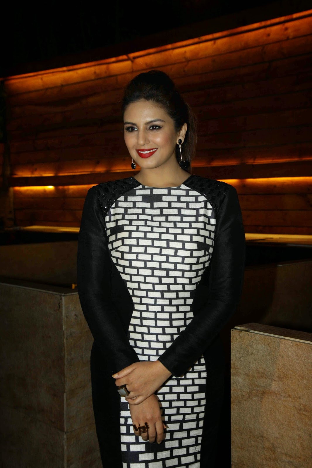 Huma Qureshi Hot Stills In Black Dress