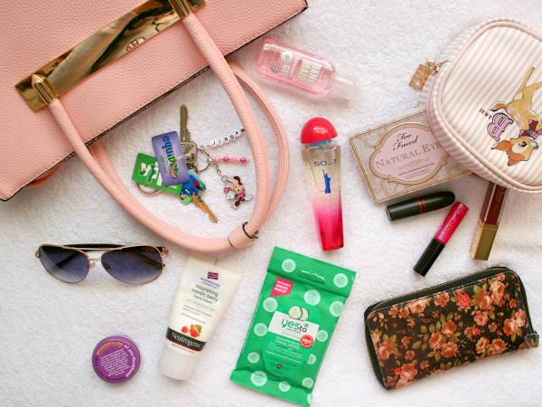What's Currently In My Handbag || Life