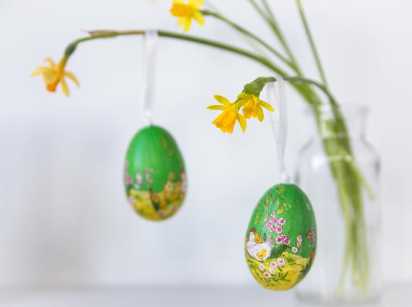 pääsiäismuna pääsiäinen kaunis keltainen narsissi kevät kukka  kukkiva koristekukka_