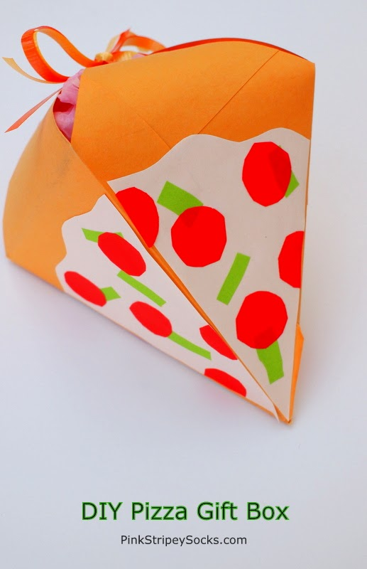 DIY Gift Box that looks like a pizza!  #pizza
