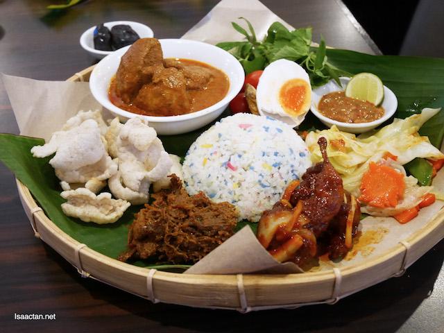 Single Platter A – Nasi Kerabu Daging Grandmama's (RM38.90++)
