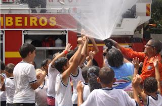 Corpo de Bombeiros recebe visita de estudantes da escola rural de Moita Bonita