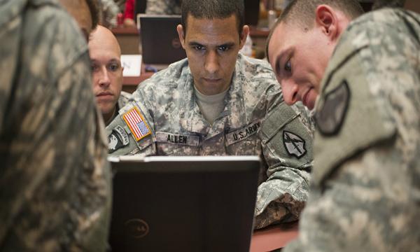 الروس يستخدمون فيسبوك للإطاحة بالجنود الأمريكيين!