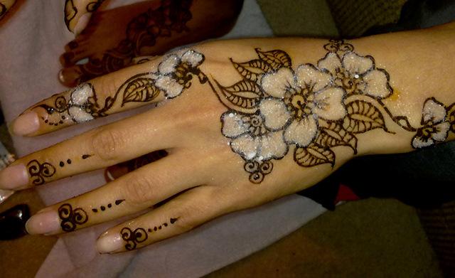 Lovely Glitter Mehendi Designs Mehendi Designs