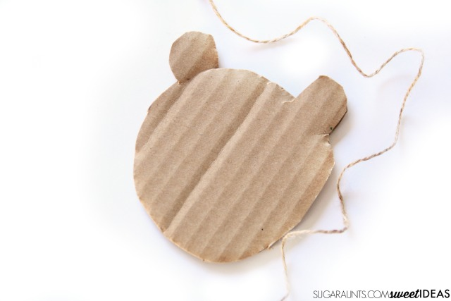 Bear craft that kids will love to make while working on fine motor skills.
