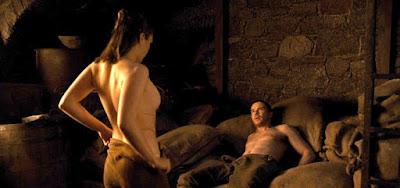 Série cheia de nudez e sexo, Game of Thrones mostrou momento íntimo de Maisie Williams