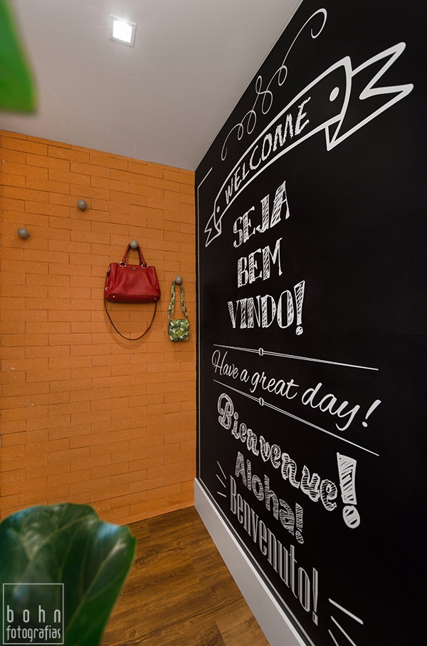 Visita ao pequeno e jovial apto decorado de Carolina Rocca. Blog Achados de Decoração