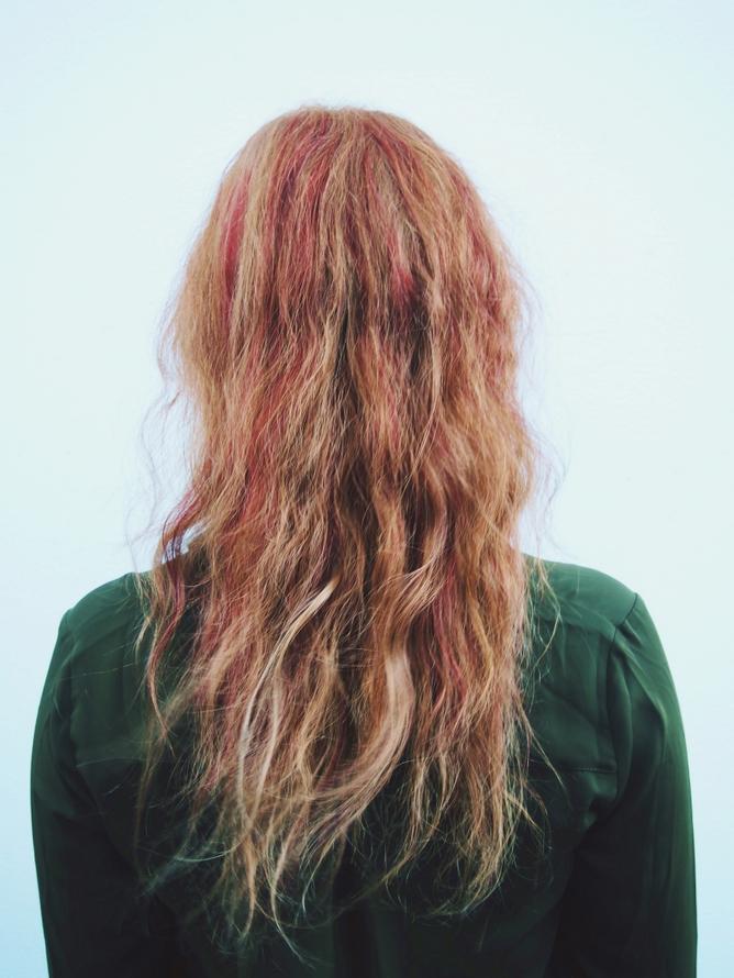 kuuma saattaja punaiset hiukset sisään raasepori