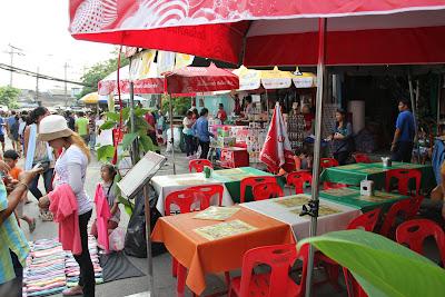 Ristoranti e alimentari al mercato di Chatuchak