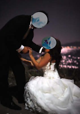 ΠΡΟΚΛΗΤΙΚΟ: Η νύφη σκύβει μπροστά στο γαμπρό την ώρα της δεξίωσης και του παίρνει π...α (ΒΙΝΤΕΟ)