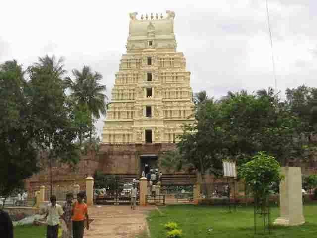 Devotees rush to Srisailam temple creating huge rush