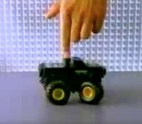 Propaganda criativa das Pilhas Rayovac em 1994 apresentando a durabilidade da pilha