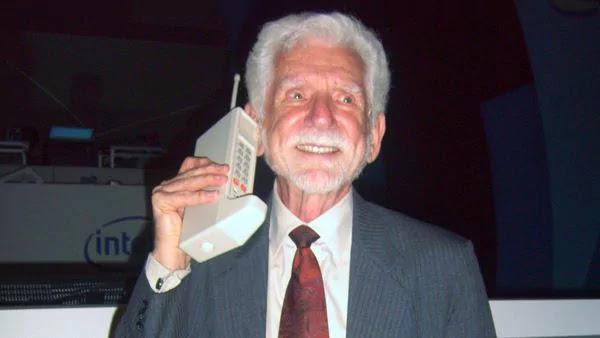 Motorola DynaTAC 1920 1024x576%2B%25281%2529 - Como foi a primeira ligação feita de um celular