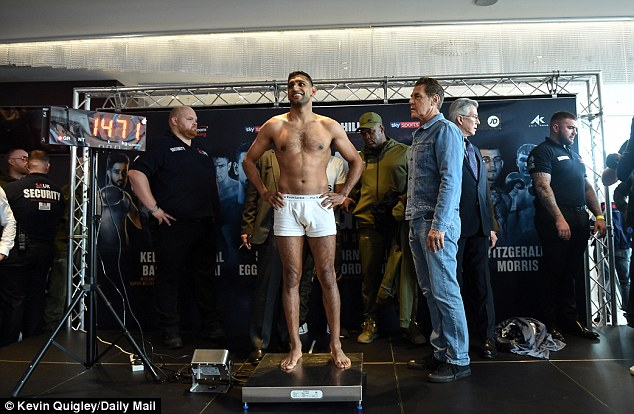 Amir Khan strips naked to make welterweight limit ahead of fight against Samuel Vargas