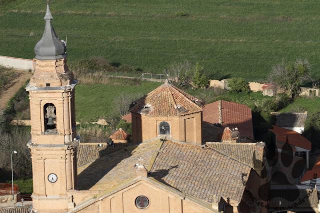 Espagne-Aragon-Alcolea-nids-cigognes