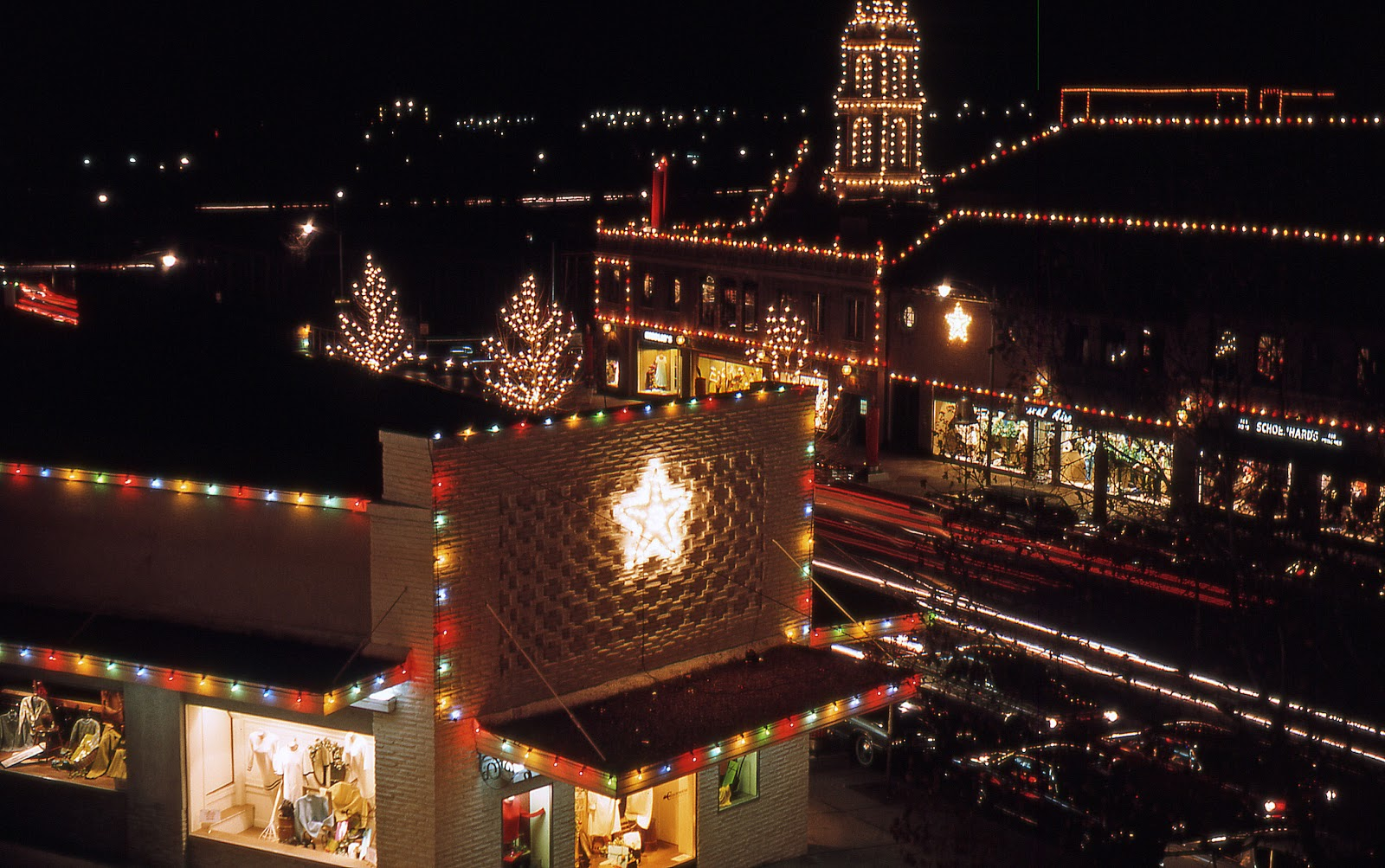 John and Sigrid\'s Adventures: KC Country Club Plaza Christmas Lights ...