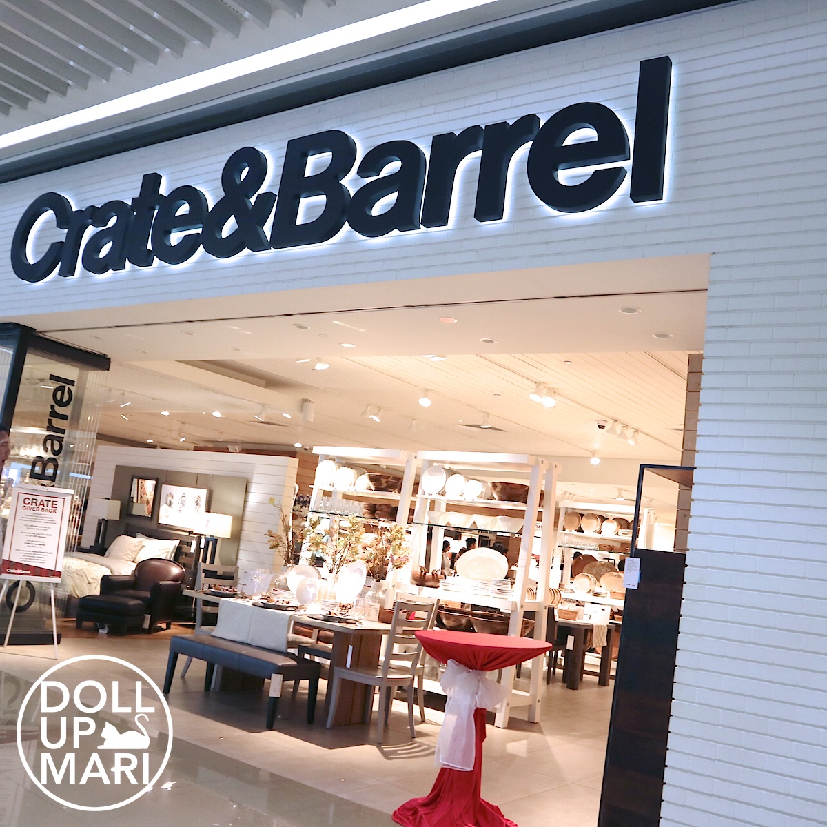 Exterior Shot of Crate and Barrel SM AURA Branch