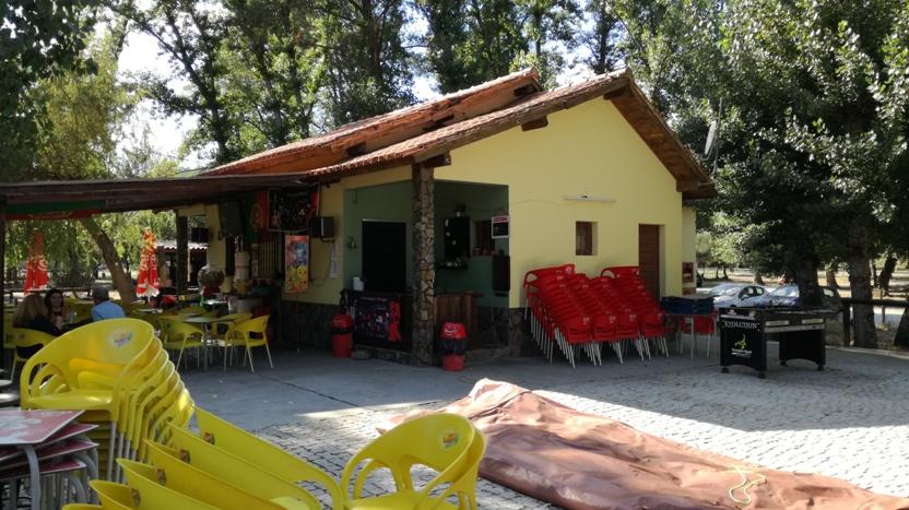 Bar da Praia Fluvial de Valhelhas com esplanada