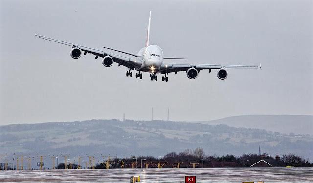 a380 emirates cross wind landing