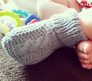 Vaikiškų kojinų, tapukų mezgimas
