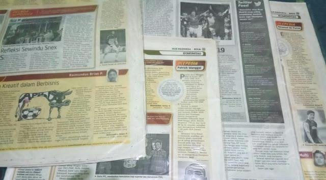 Beberapa edisi BOLA yang memuat tulisan saya.