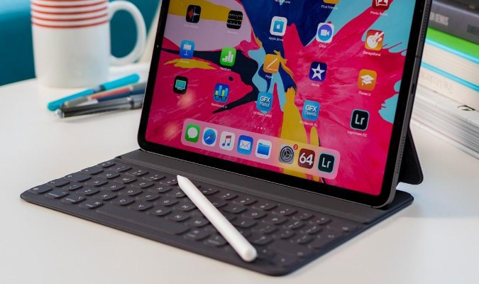 Spesifikasi iPad Pro 2018 - Pencil and Keyboard