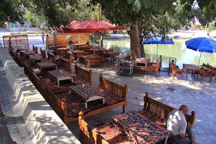 Ouzbékistan, Boukhara, chaïkhana, place Liab-i-Haouz, © L. Gigout, 2012