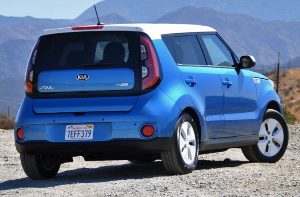 2016 kia soul ev review car and driver review. Black Bedroom Furniture Sets. Home Design Ideas