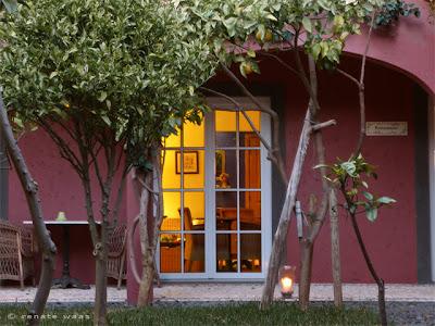 Hotel Atrio Madeira mit romantisch beleuchtetem Innenhof