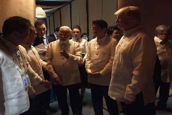 pm-narendra-modi-in-philippines-meet-with-world-leaer-like-lion